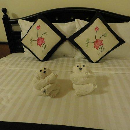 Betel Garden Villas: Towel bears!