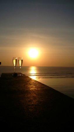 Anantara Seminyak Bali Resort: Champagne at sunset