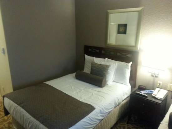 Red Lion Inn & Suites Victoria : bed