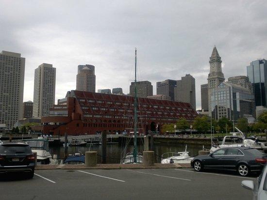 Boston Yacht Haven Inn & Marina: Blick auf die Stadt vom Eingang des Inns aus gesehen
