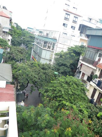 Hanoi Graceful Hotel: View from balcony window