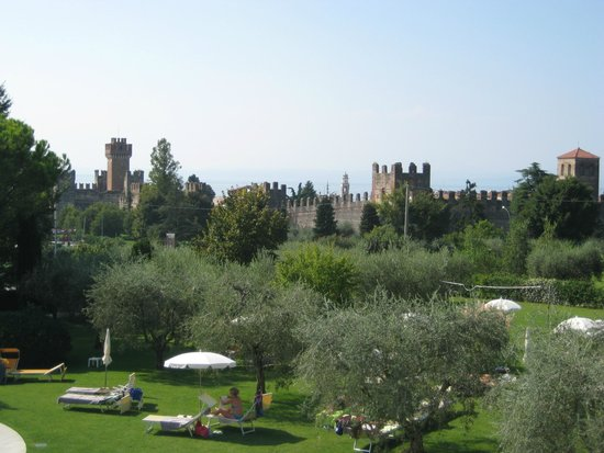 Hotel Giulietta Romeo : View towards Lazise and Lake Garda