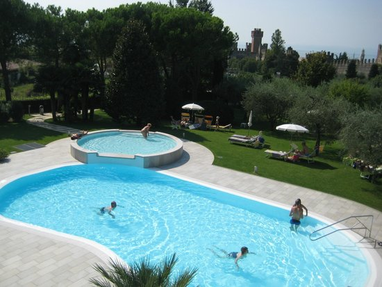 Hotel Giulietta Romeo : View over pool from second floor bedroom