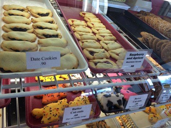 Emily's Bakery & Deli: Great assortment of cookies