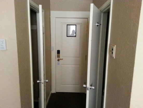 The Strathcona Hotel : room entrance showing closet(left) and bathroom(right)