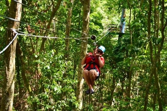 Rainforest Adventures Jamaica : ziplining in the jungle