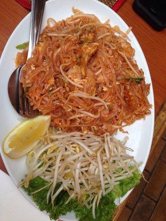 Sawasdee Thai Restaurant : Pad Thai tomato sauce