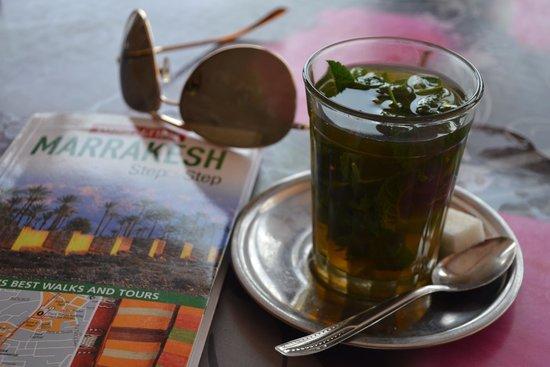 Cafe de France: Fresh mint tea