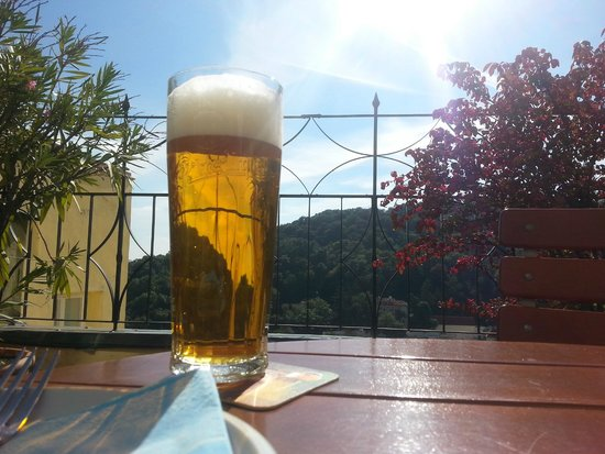 A Divadlo Pokracuje: Beer with a view