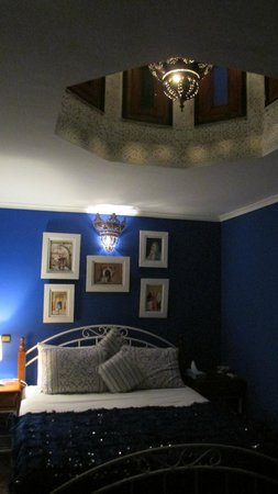 Riad 58 Blu: the blue room