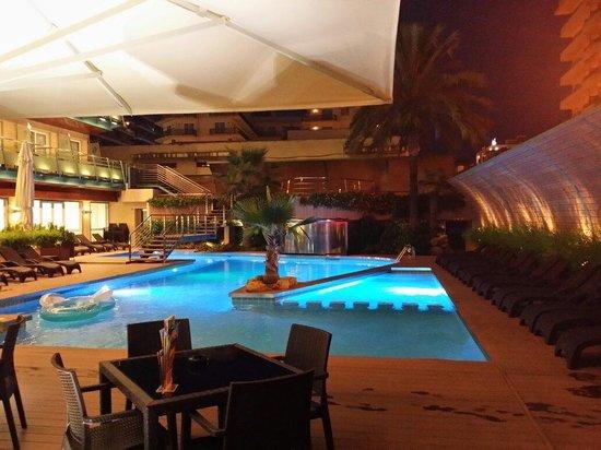 Hotel Kaktus Playa: Бассейн отеля