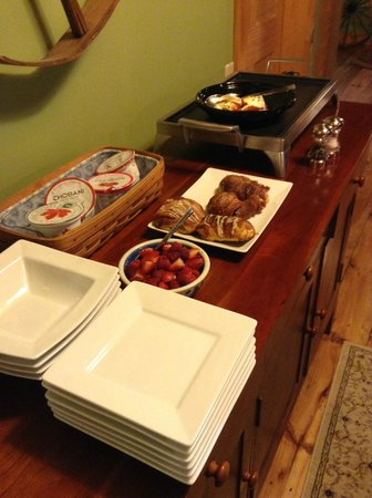 The Inn At Grace Farm B&B: Continental Breakfast?