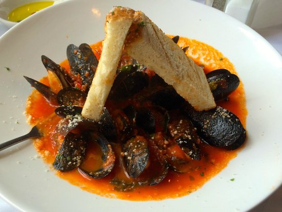 Mistero Bar And Italian grille : Cozze Fra Diavolo - Mussels in spicy tomato sauce