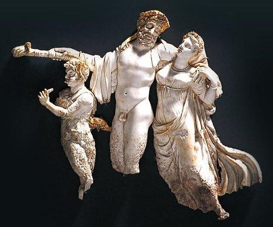 พิพิธภัณฑ์และสุสานเวอร์จินา: Voorbeeld van de prachtige beelden in de expositie