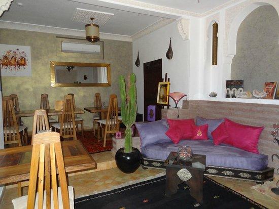 Riad Charme d'Orient: Aufenthaltsbereich/ Eßzimmer