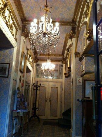 Hotel de France et de Guise : Hall d'entrée de l'hôtel