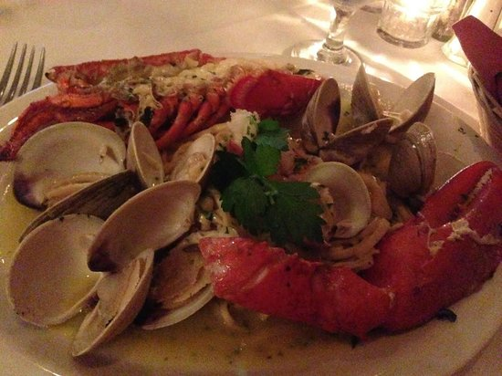 Four Seasons Trattoria: Cioppino (less the mussels, requested to be left out)