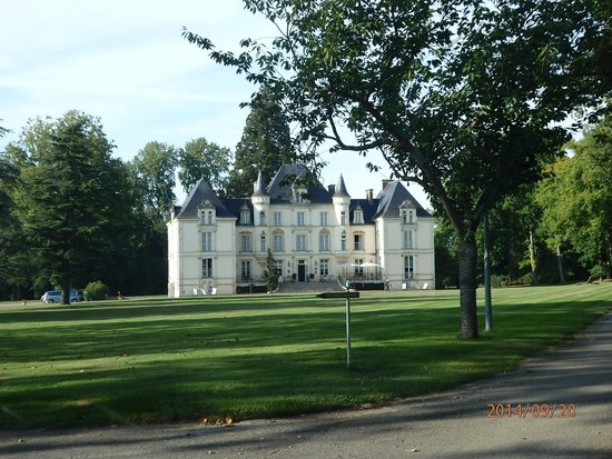 Best Western Premier Le Mans Country Club : Beautiful building on the outside