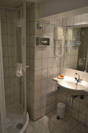Hotel Pax Opera : ванная комната. места хватает