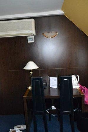 Hotel Pax Opera : Есть, где разместить необходимые под рукой вещи