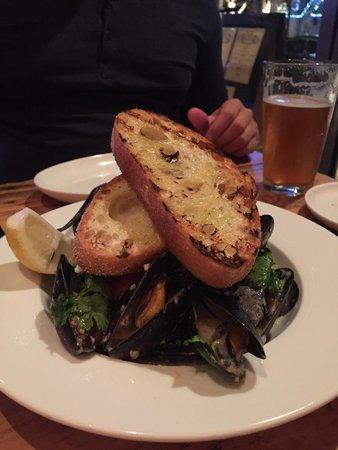 Hobnob Kitchen & Bar: Mussels