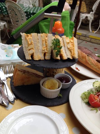 Marshmallow tearoom & restaurant: Afternoon tea which was disappointing