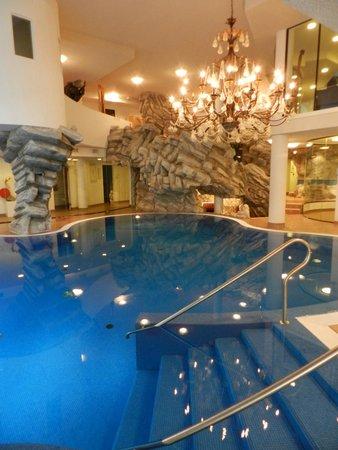 Ferienart Resort & Spa: Erlebnispool mit Wasserfall