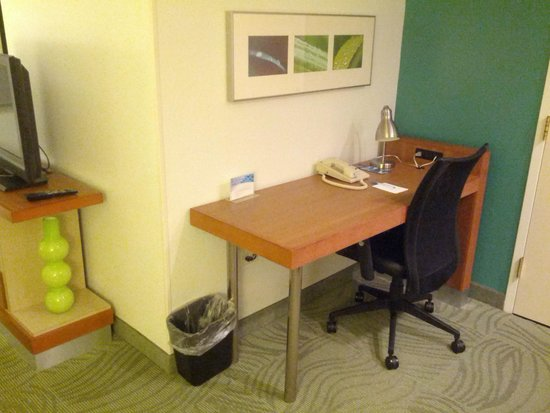 SpringHill Suites Chicago Lincolnshire : Desk