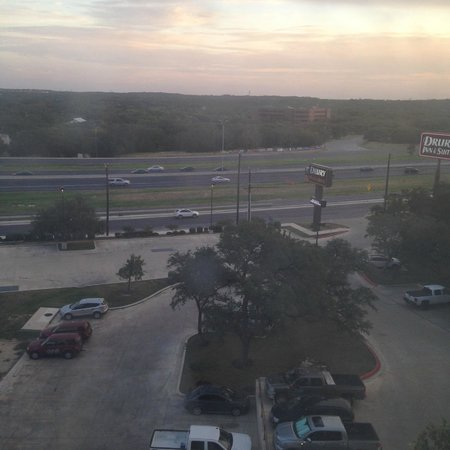 Drury Plaza Hotel San Antonio North Stone Oak : view of the freeway