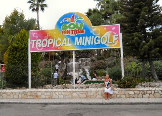 Globales Palmanova: minigolf just outside hotel