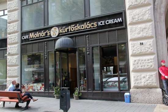 Molnar's Kurtoskalacs: Front of Restrurant