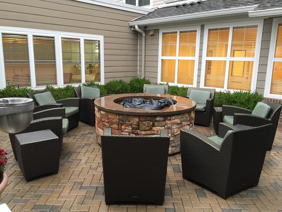 Residence Inn Yonkers Westchester County: Fire pit.