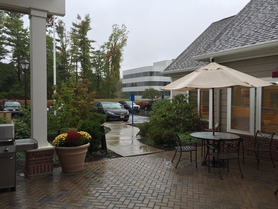 Residence Inn Yonkers Westchester County: Patio.