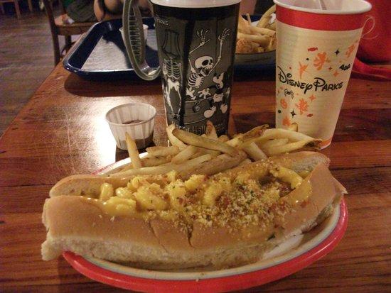 Restaurantosaurus : Mac & Cheese Hot Dog With Fries:)