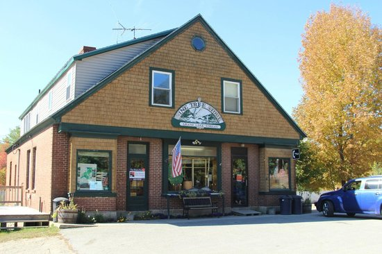 Grand Lake Stream, ME: Pine Tree Store - The village General Store