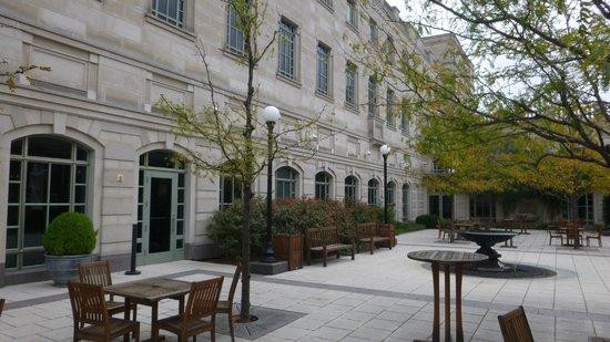 Schermerhorn Symphony Center: courtyard