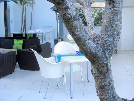 Days At Sea Beach Lodge: Open Plan Courtyard area.