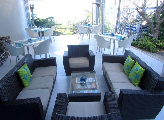 Days At Sea Beach Lodge: Open Plan Lounge Seating