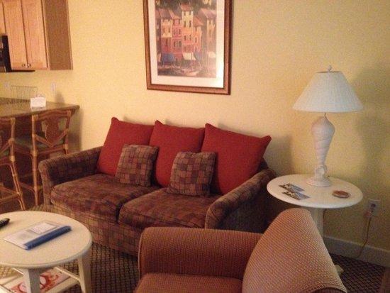 The Villas of Hatteras Landing: Sitting area of suite