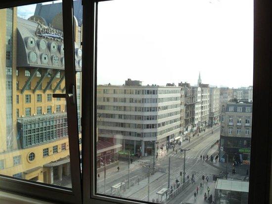 Hotel N°43 Styles Antwerpen City Center : View from 8th floor room, Ibis Styles Anterpen Centraal, over Koningen Astridplein