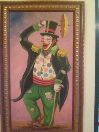 Hotel Colonial: Nice picture of a hapy clown, can be seen in the lobby