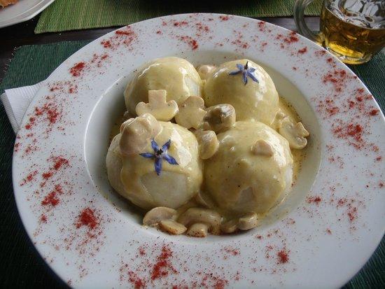 El ranchonda: gnochi rellenos de queso y curry