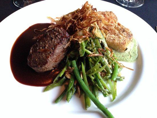 Cafe Diva: Surf 'n Turf (Elk Medallion and Diver Scallops)