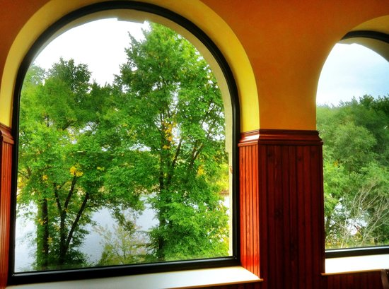 Blue Spoon Cafe: Thw Wisconsin River is a stone's throw away.