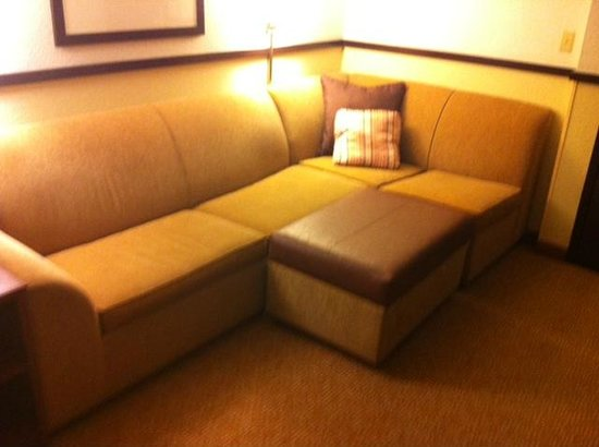Hyatt Place San Antonio/Riverwalk: Nice couch