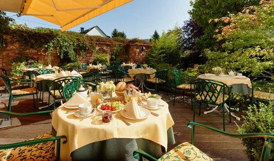 Ringhotel Bomers Mosellandhotel: Bömers Romantischer Hotelgarten