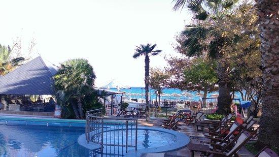 Naias Hotel: Территория отеля