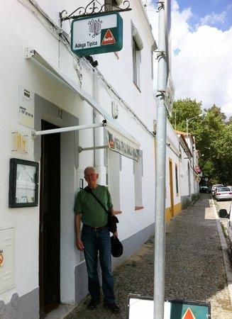 Vinho e Noz: Exterior of restaurant