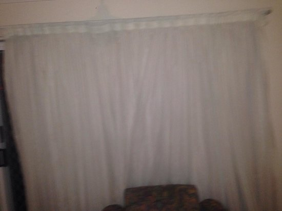 "Broadwater Keys Holiday Apartments: Filthy ""white"" curtains"