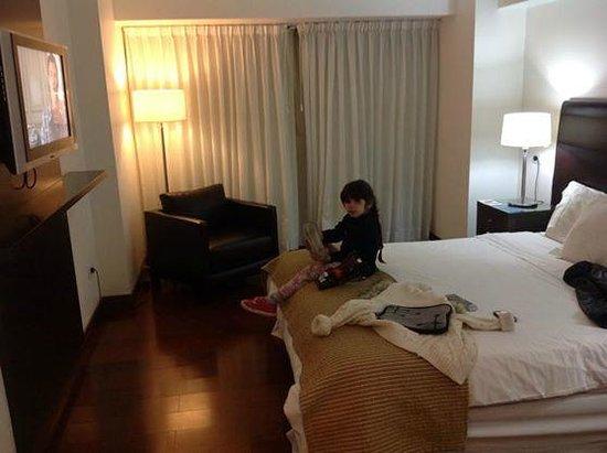 Ros Tower Hotel: habitación amplia y comoda